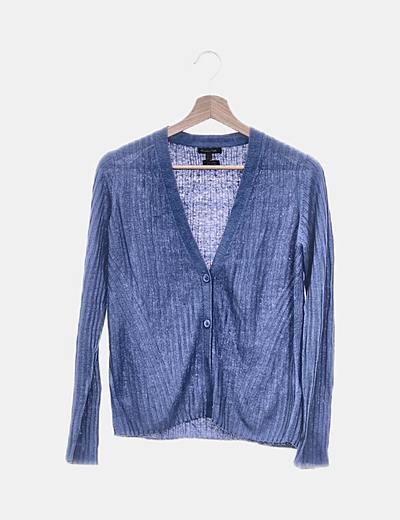 Suéter azul canalé abotonado