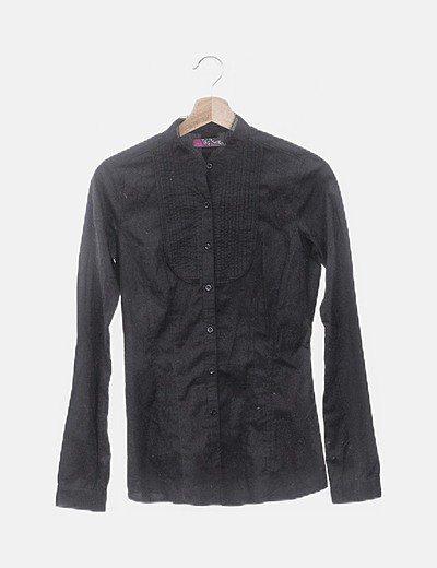 Camisa negra cuello encaje