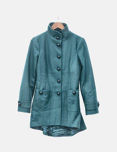 Abrigo verde abotonado