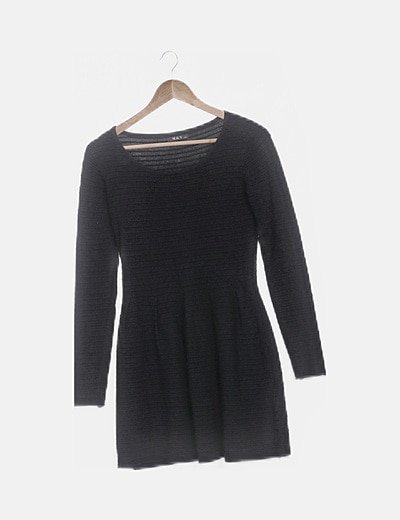 Vestido negro texturizado