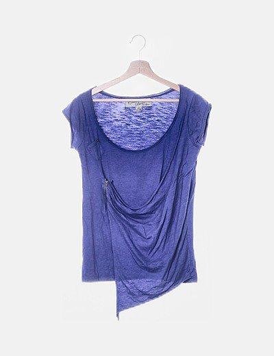 Camiseta azul con detalle cremallera