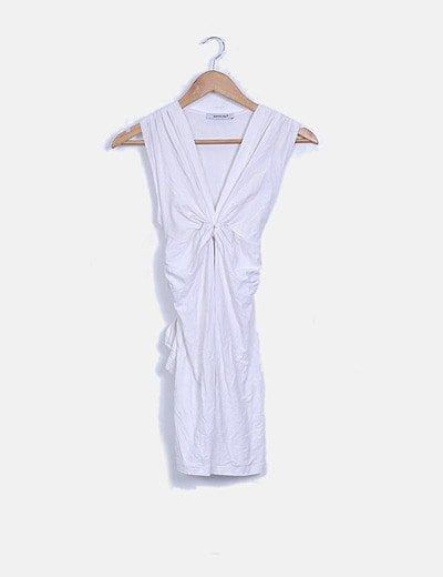 Vestido blanco sin mangas detalle nudo