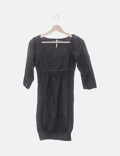 Vestido negro con crochet