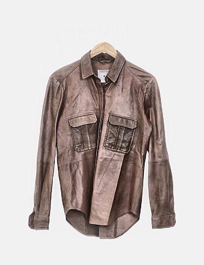 Camisa de piel marrón