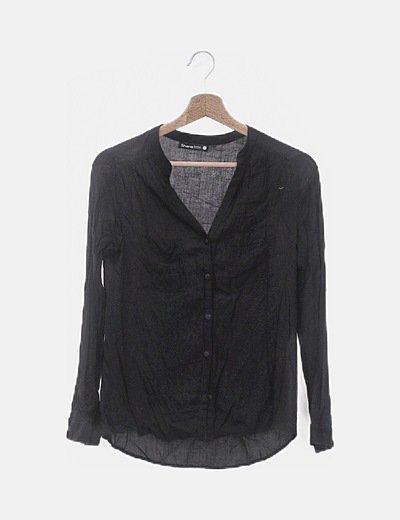 Camisa cuello mao negra