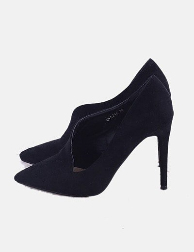Zapato de punta negro asimétrico
