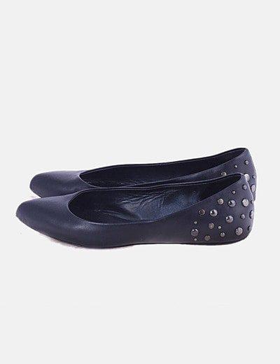 Zapatos bailarinas negras con tachas