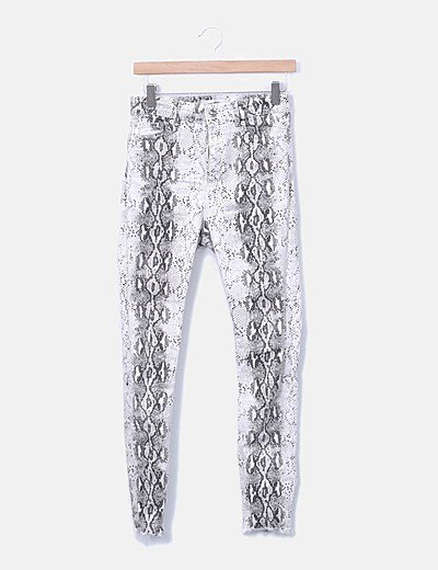 Pantalón denim pitillo blanco animal print