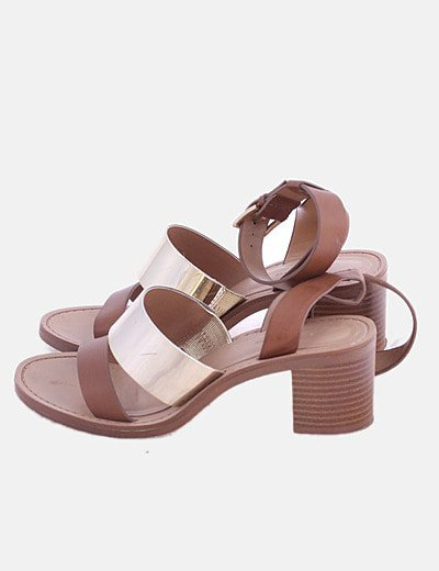 Sandalia de tacón combinado marrón y dorado