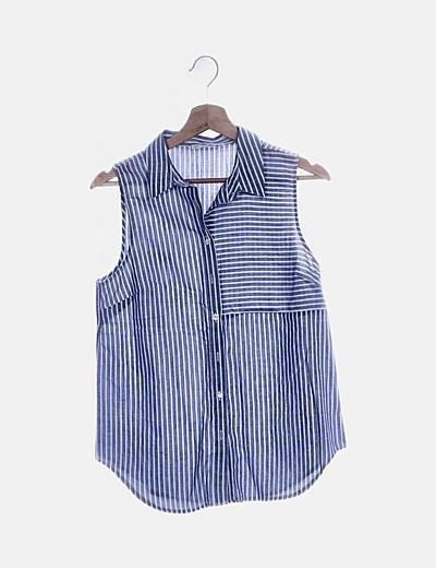 Camisa de rayas azules sin mangas