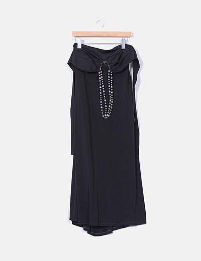 Maxi vestido negro cuello halter de pedrería