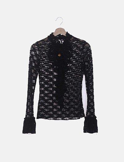 Camiseta encaje negro detalle broche