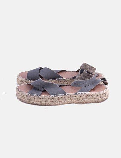Sandalia de esparto gris