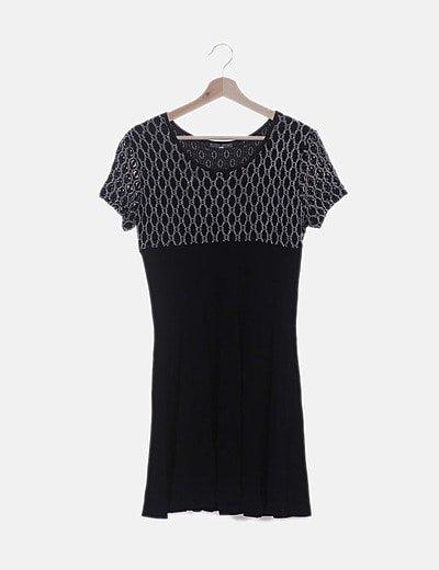 Vestido gasa negra detalle bordado