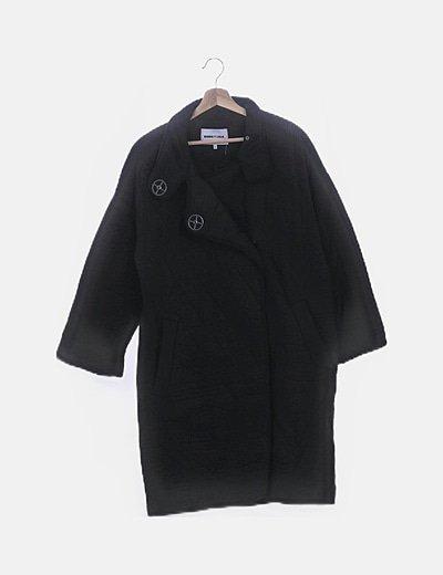 Abrigo largo negro acolchado