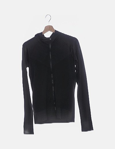 Sudadera negra deportiva con capucha