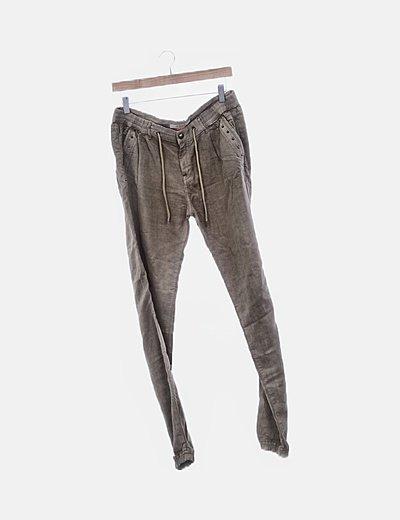 Pantalón fluido verde con bolsillos
