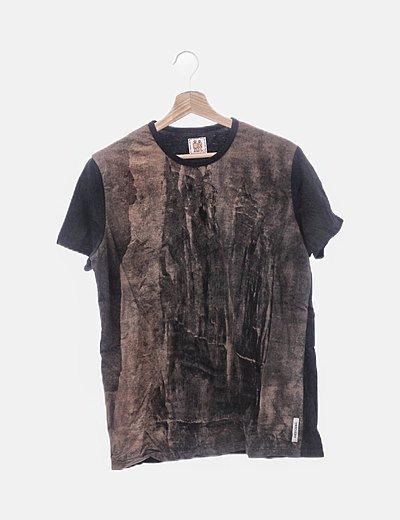 Camiseta negro estampado marrón