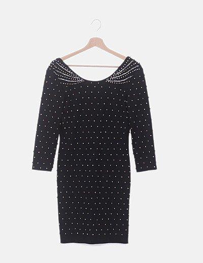 Vestido negro ceñido con abalorios