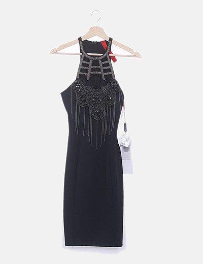 Vestido ceñido negro escote abalorios