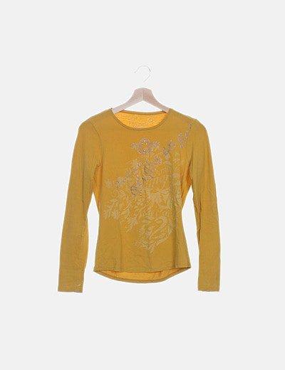 Camiseta amarilla manga larga estampada