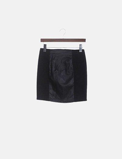 Falda mini negra combinado con polipiel