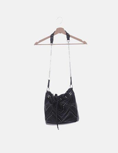 Bolso saco negro con tachas
