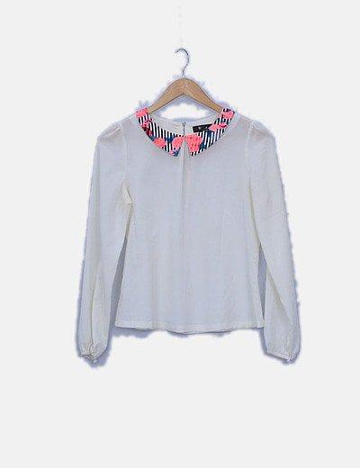 Blusa blanca solapas estampadas