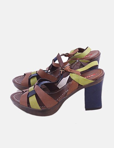 Sandalia de tacón combinado marón