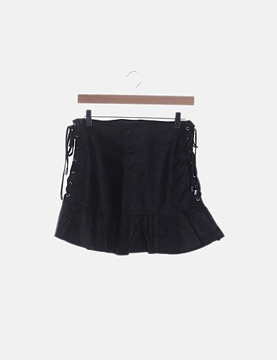 Falda negra polipiel lace up