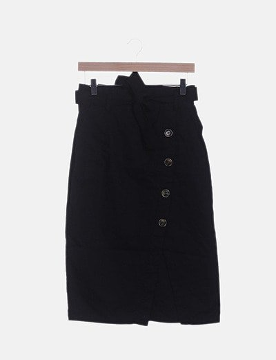 Falda negra abotonada