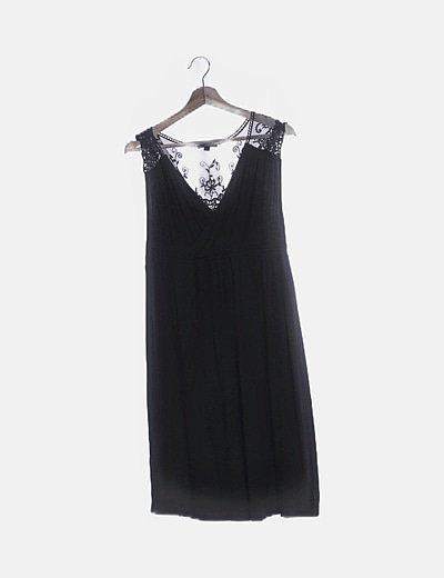Vestido fluido negro con encaje