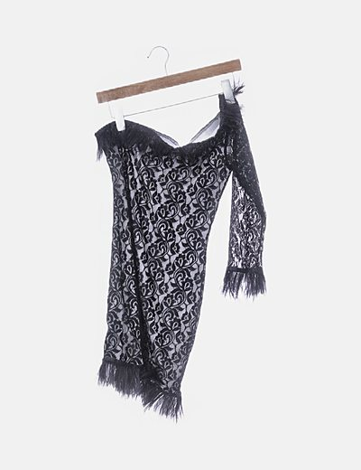 Vestido asimétrico encaje negro con plumas