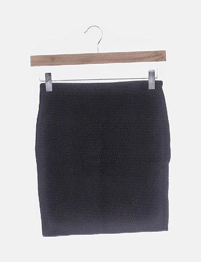 Falda negra ceñida