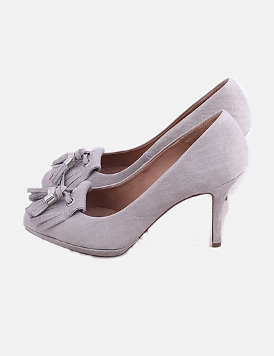 Zapato gris con flecos