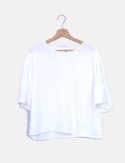 Blusa blanca con manga acampanada