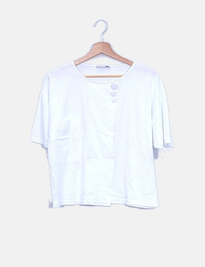 Camiseta blanca oversize detalle tachas