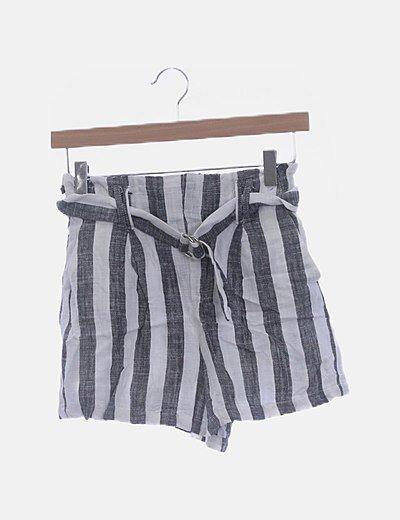 Short de rayas con bolsilos