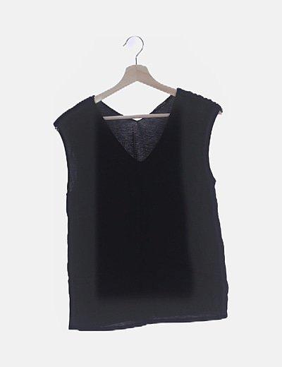 Blusa negra detalle hombro