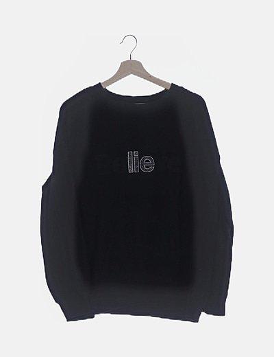 Sudadera negra bordado letras