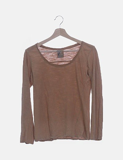 Camiseta marrón de manga larga