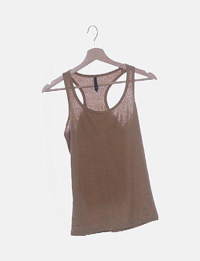 Camiseta marrón con espalda nadadora