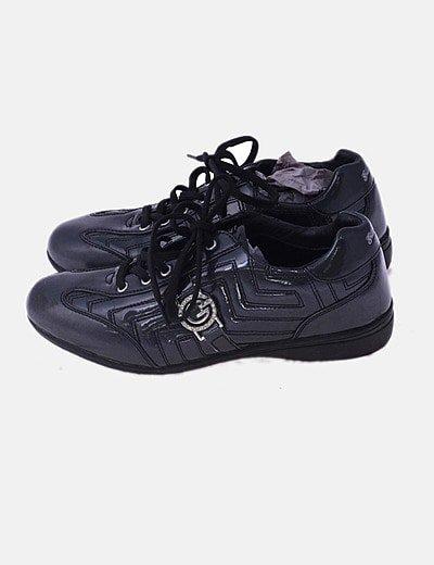 Sneaker acharolada gris