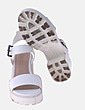 Sandalia blanca con pulsera Bershka