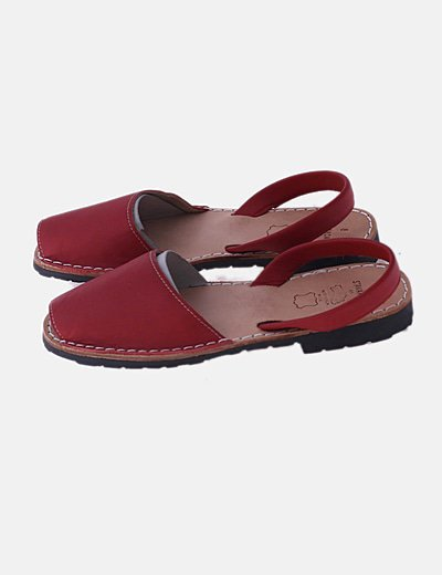 Sandalia roja plana