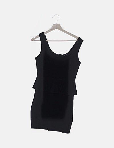 Vestido negro con volantes
