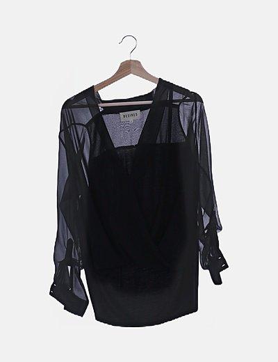 Blusa abullonada negra semitransparente