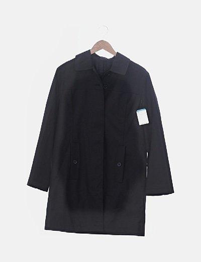 Abrigo largo negro con botones