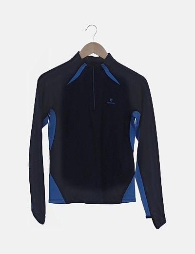 Camiseta azul con cremallera