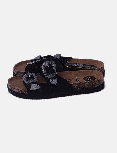 Sandalia plana negra con hebillas